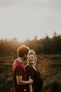 zwangerschapsstoot Jo en Tijs tijdens gouden uurtje